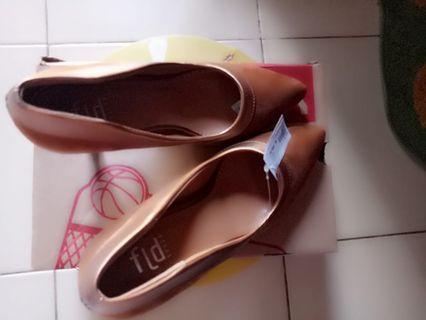 Sepatu pantofel beludru