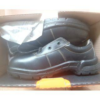 King's safety shoes: read all below first before reply