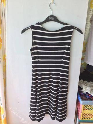 Stripped black and white dress 黑白裙