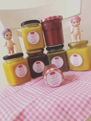 100% Pure Handmade Jam . No Preservatives . 6 flavor available : strawberry , orange, mango , pineapple , matcha milk spread , chocolate spread . 200ml .