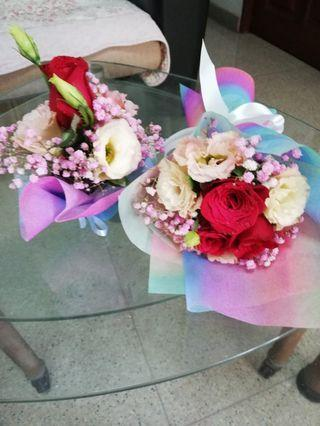 Flower bouquet n small table flower