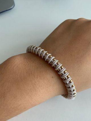 🚚 pretty white and gold bracelet