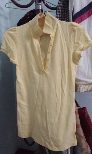 🚚 鵝黃色polo衫