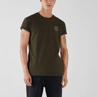 Bershka男士 青年軍綠色短袖印花修身潮流T恤衫上衣