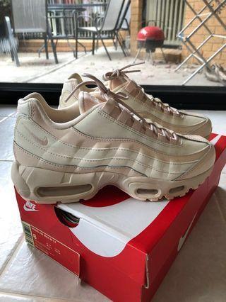 Nike wms max 95