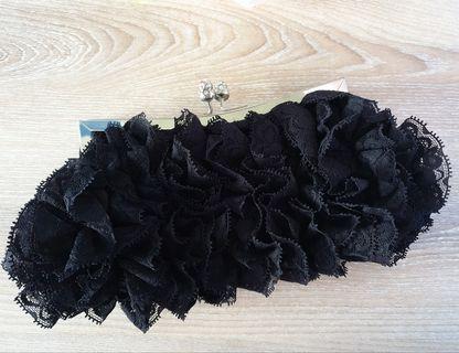 🚚 Pre-loved elegant lace clutch