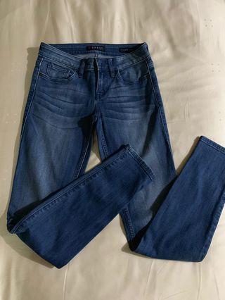 Guess ladies jean size 25