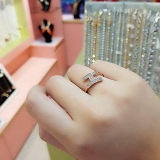 🚚 18K carat ring with rhinestone