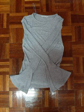 long flary sleeved grey shirt