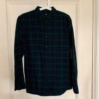 Uniqlo dark green checkered flannel