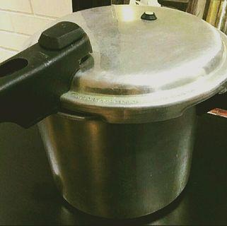 Pressure Cooker [SELLING CHEAP]
