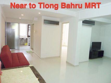 Near to Tiong Bahru MRT/shopping mall 2 bedrms HDB for rent, renovated, well furnished, spacious layout! Good condition, fully aircon. Minimum one year lease. - 18 Taman Ho Swee