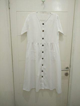 Simple White Mididress