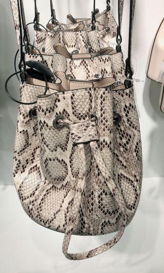 H&M Bucket Bag (normal price 350rb)