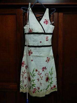 米黃彈性洋裝