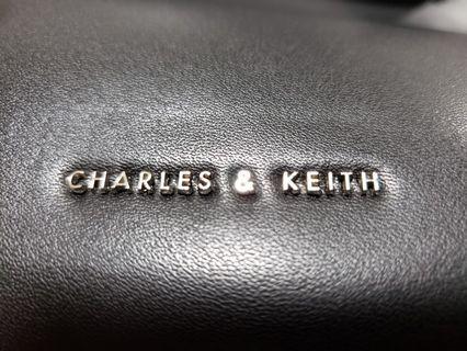 Charles & Keith 上膊型格手袋