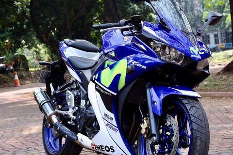 Yamaha R25  2016 movistar. LIKE NEW