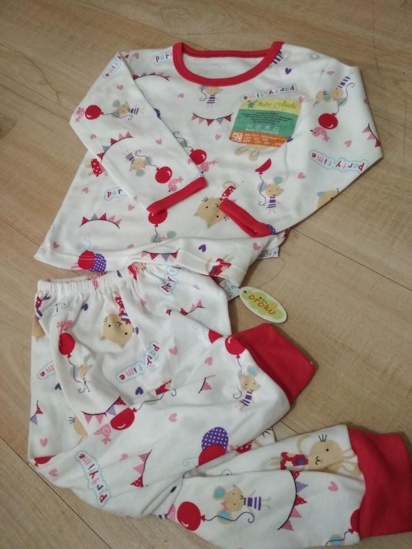 Baju bayi perempuan