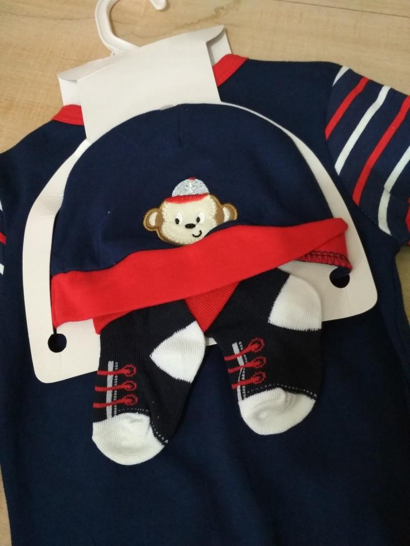 Jumper baby monkey plus topi dan kaos kaki