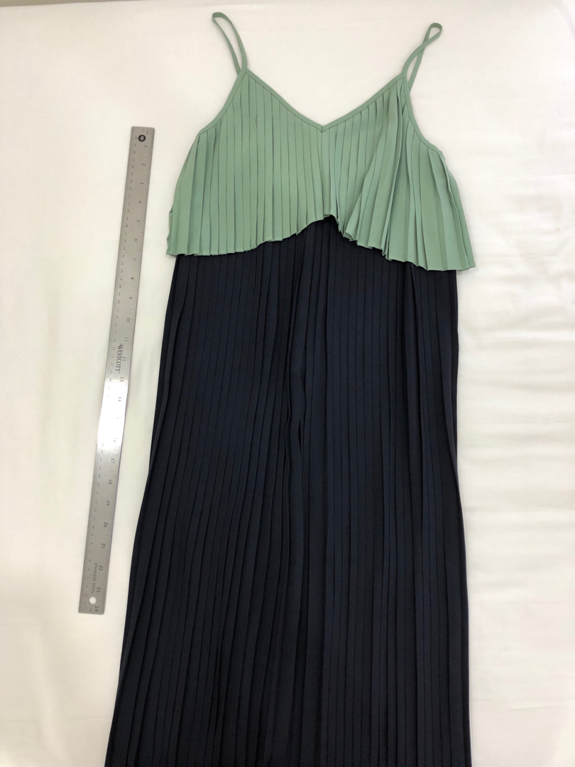 d331ce06a8410c Love Bonito Pleated Dress XS, Women's Fashion, Clothes, Dresses & Skirts on  Carousell