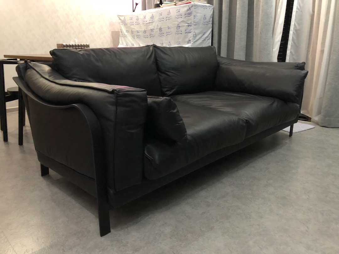 - Couch Modern