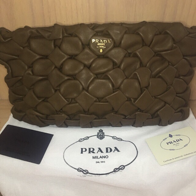 Prada Autentic Clucth execelent condition, Like New & brown Color