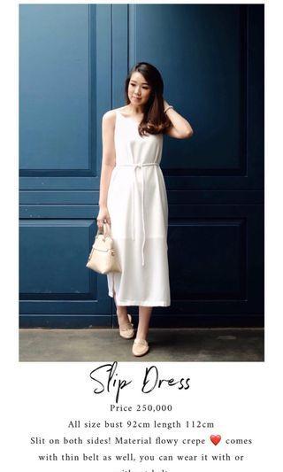 Slit dress white