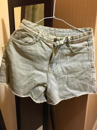 🚚 牛仔短褲、白短褲(附皮帶)