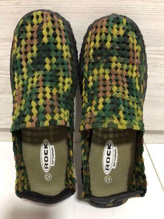 🚚 Weaved army-print shoes