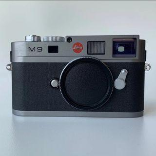 Leica M9 with 2 Lenses