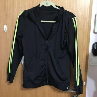 🚚 black sports jacket with yellow stripes