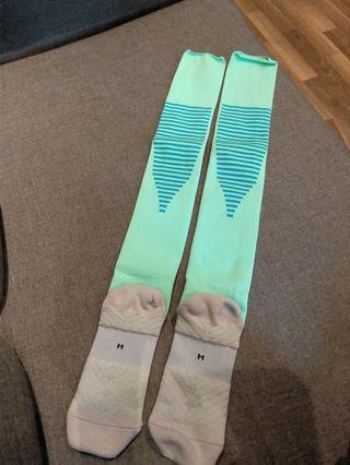 🚚 Green soccer sports socks
