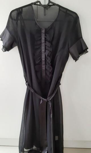 The executive - black dress