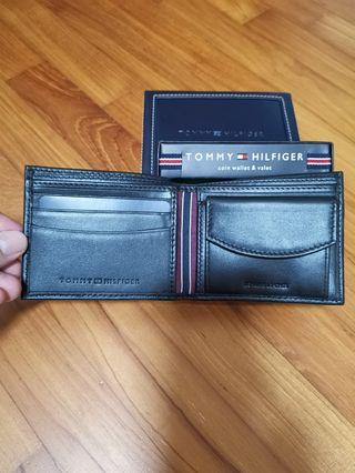 Brand New In box original Tommy Hilfiger Men Leather Wallet with coin pouch