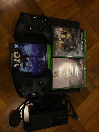 Xbox one with 1 controller , hdmi cable and 3 games