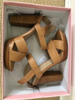 Verali 'Linda' Light Amber Heels Size 7.5