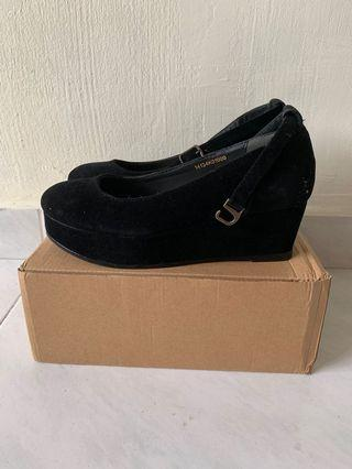 🚚 Earth Music & Ecology Black suede Mary Janes Wedges Shoes