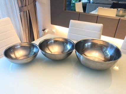 🚚 Commercial grade mixing bowls