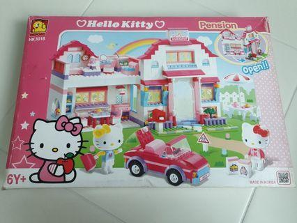 🚚 Hello Kitty Bricks Pension Set