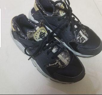 Nike Huarache蛇皮波鞋