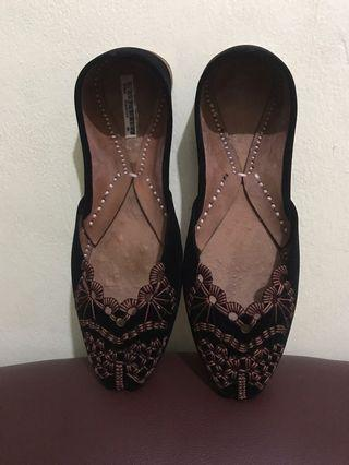Sepatu Turki Black