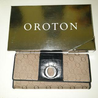Oroton black and taupe slim clutch wallet