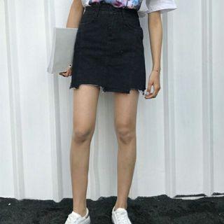 🚚 Black Denim Skirt