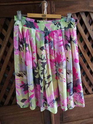 Colourful knee-length flare skirt size S
