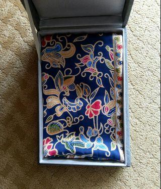 🚚 Batik silk scarf