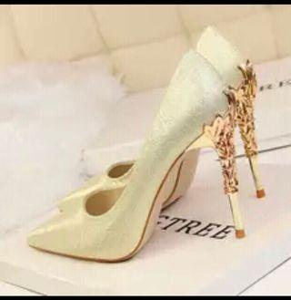 🚚 Lady high heel