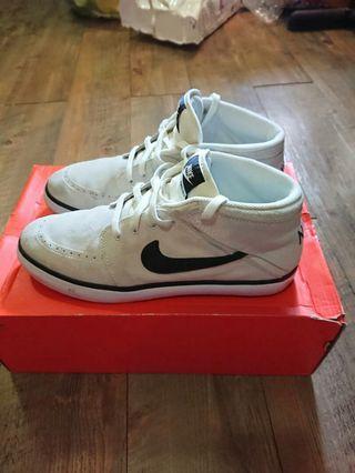 Nike US9