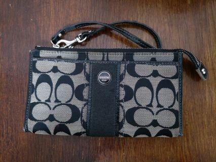 CLEARANCE! COACH SIGNATURE WOMAN PURSE