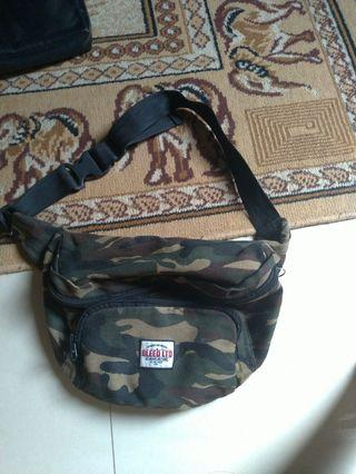 Sling bag BLEED LTD Ori