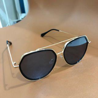 Kacamata hitam - sunglasses anti uv preloved